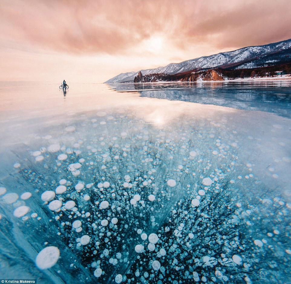 Kì vĩ cảnh bong bóng kẹt dưới hồ băng sâu nhất thế giới - 1