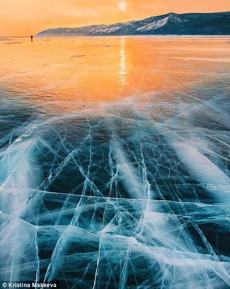 Kì vĩ cảnh bong bóng kẹt dưới hồ băng sâu nhất thế giới - 4