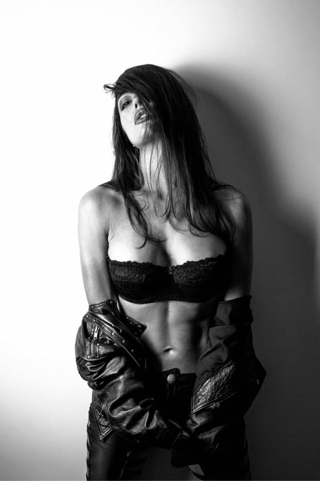 Đời thực của nữ DJ bị rơi miếng độn ngực đêm giao thừa - 6
