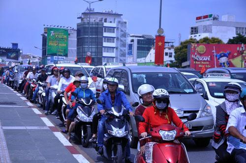 Người Sài Gòn nườm nượp đi chùa ngày mùng 1 Tết - 3