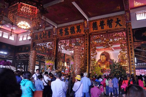 Người Sài Gòn nườm nượp đi chùa ngày mùng 1 Tết - 12