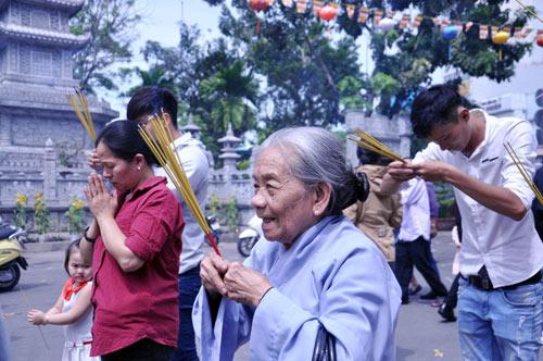 Người Sài Gòn nườm nượp đi chùa ngày mùng 1 Tết - 11