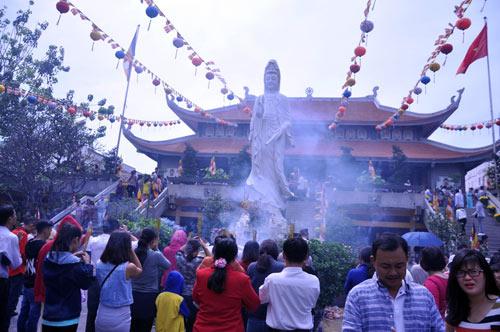 Người Sài Gòn nườm nượp đi chùa ngày mùng 1 Tết - 8