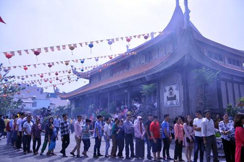 Người Sài Gòn nườm nượp đi chùa ngày mùng 1 Tết - 13
