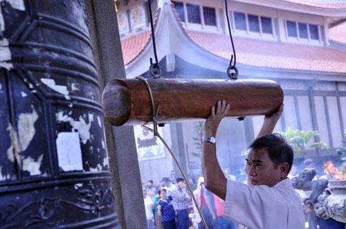 Người Sài Gòn nườm nượp đi chùa ngày mùng 1 Tết - 14