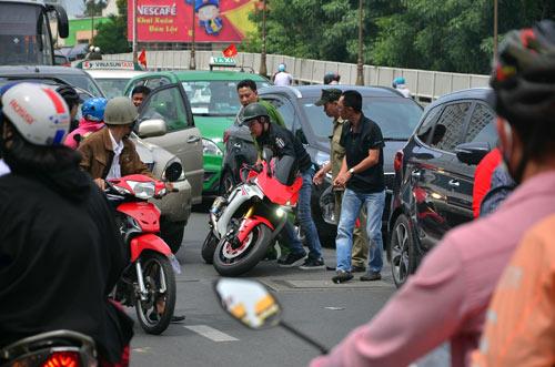 Người Sài Gòn nườm nượp đi chùa ngày mùng 1 Tết - 15