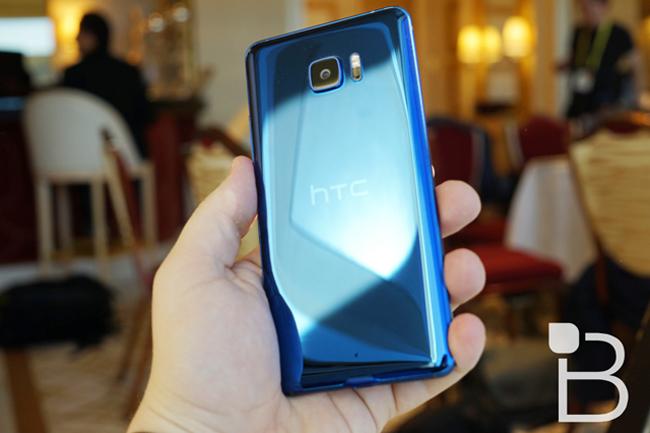 Cuối cùng thì mẫu smartphone cao cấp HTC U Ultra cũng đã trình làng tại Đài Loan với cấu hình mạnh, và nhiều trang bị cao cấp sẵn sàng cạnh tranh với các thiết bị đầu bảng hiện nay.