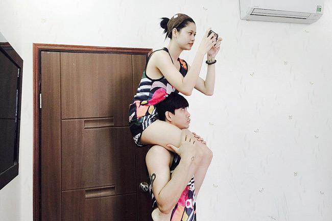 Trương Quỳnh Anh là một trong số ít những sao nữ gợi cảm ở mọi lúc mọi nơi. Khi ở nhà, Trương Quỳnh Anh cũng luôn chọn cho mình những bộ đồ ngắn thoải mái như vậy.