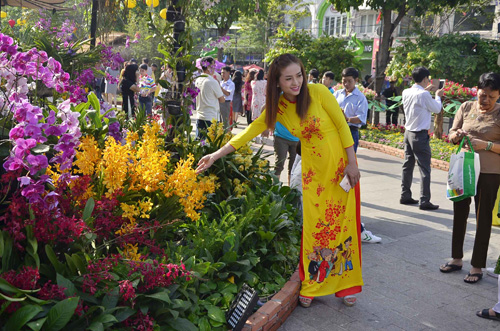 """Mùng 1 Tết, thiếu nữ Sài Gòn """"đọ dáng"""" trước sắc xuân - 4"""