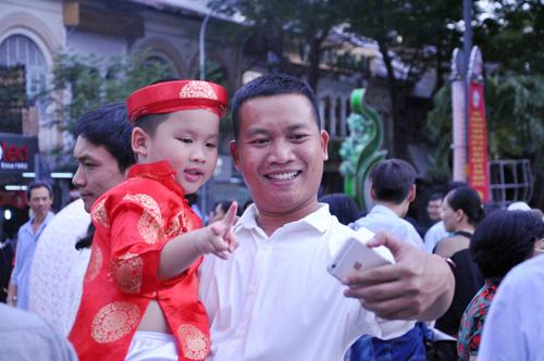 """Mùng 1 Tết, thiếu nữ Sài Gòn """"đọ dáng"""" trước sắc xuân - 10"""