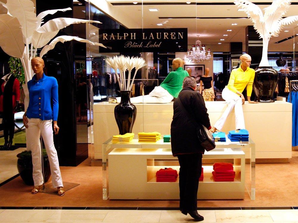 Chuyện ít biết về tỷ phú thời trang làm giàu từ tay trắng - 2