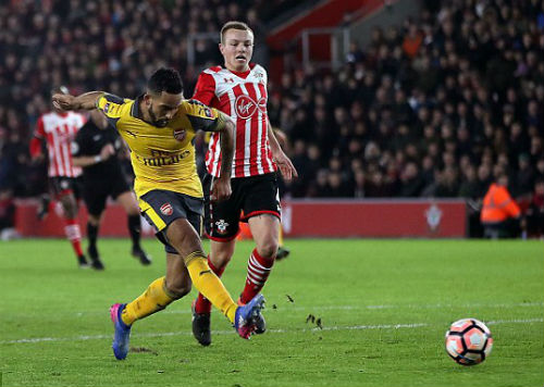 "Southampton - Arsenal: Ác mộng hai ""chân gỗ"" - 1"