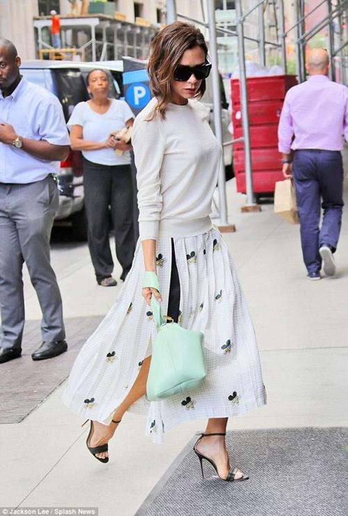 """Đôi giày nào đang khiến Victoria Beckham bị """"nghiện""""? - 1"""