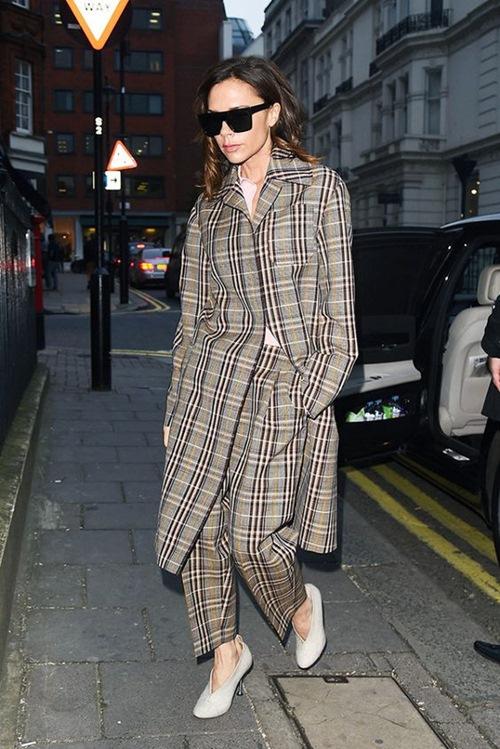 """Đôi giày nào đang khiến Victoria Beckham bị """"nghiện""""? - 6"""