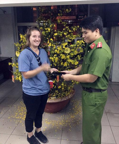 Đặc nhiệm quật ngã tên cướp iPhone của du khách ở Sài Gòn - 1
