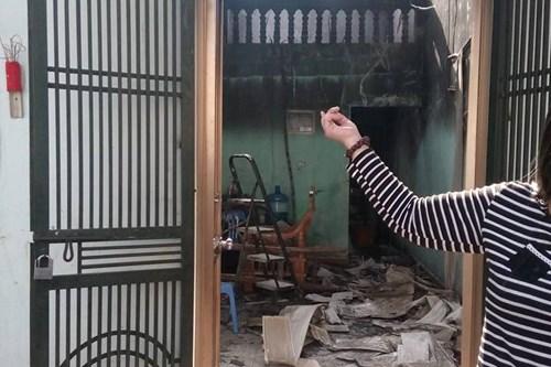 Cháy nhà do thắp nhang, một người nhập viện - 2