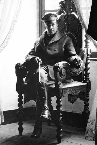 Vị tướng đã xuất quân là thắng trong hai cuộc thế chiến - 3