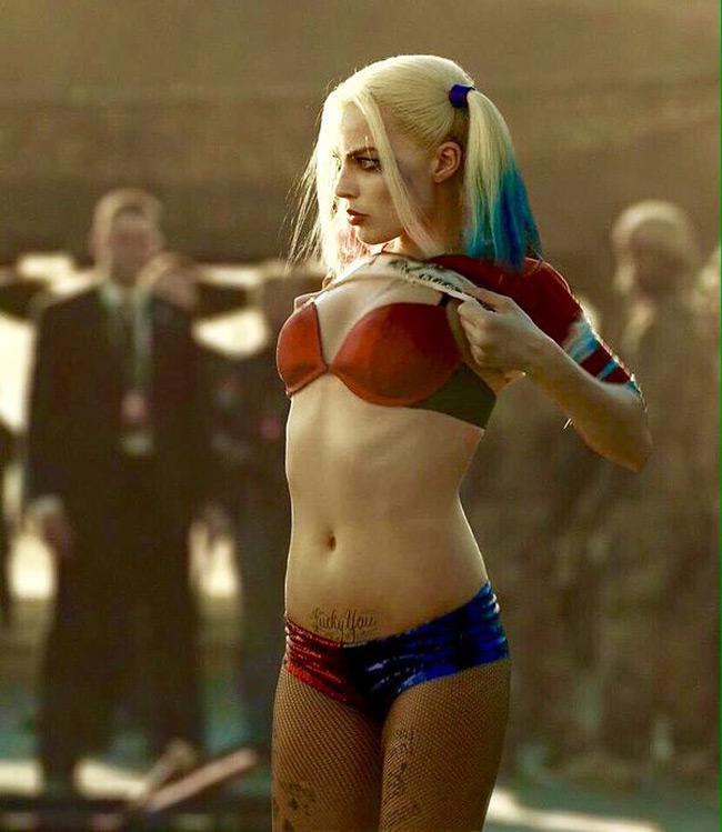 """Ngôi sao sáng nhất của năm 2016 là nữ diễn viên người Úc Margot Robbie với vai diễn """"nàng hề điên loạn"""" Harley Quinn trong Suicide Squad (Biệt đội cảm tử)"""