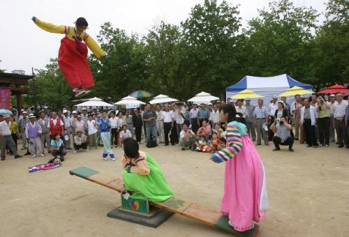 Những trò chơi dân gian ngày Tết độc đáo của Hàn Quốc - 7