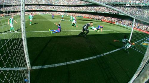 """Tiêu điểm V20 Liga: Tại trọng tài, Barca """"hít khói"""" Real - 1"""