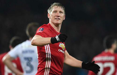 Chuyển nhượng MU: Bán Ashley Young, giữ Rooney - 3