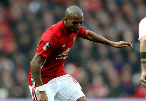 Chuyển nhượng MU: Bán Ashley Young, giữ Rooney - 2