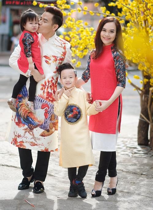 Gia đình MC Hồng Phúc dạo phố mùa xuân - 1
