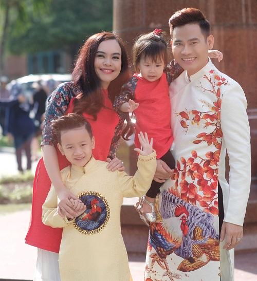 Gia đình MC Hồng Phúc dạo phố mùa xuân - 8