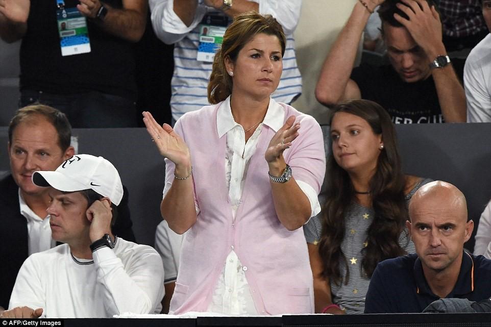 """Cuộc """"tỉ thí"""" nhan sắc 2 bóng hồng của tay vợt Federer và Nadal - 2"""