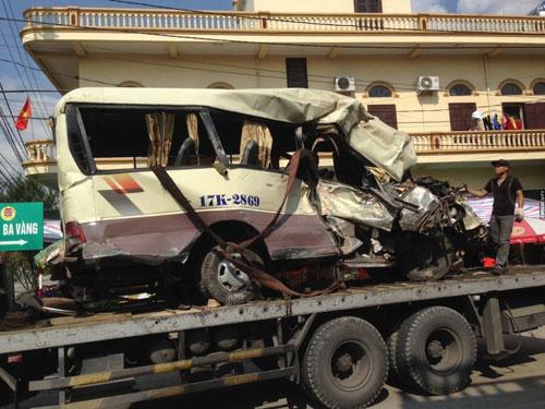 Xe đi lễ gặp tai nạn thảm khốc, 29 người thương vong - 1