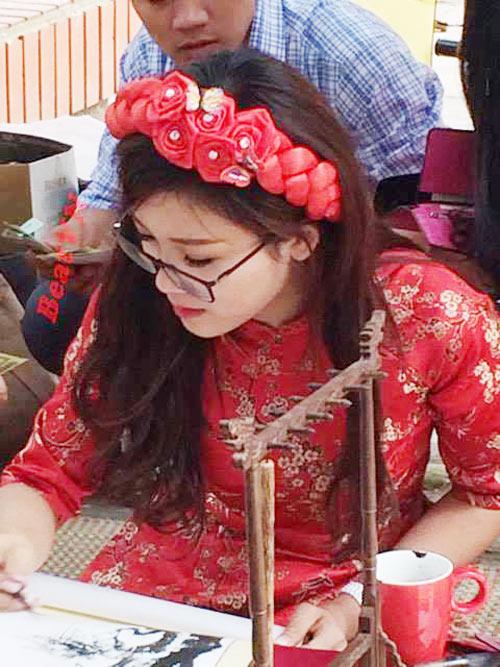 """Tiết lộ về """"cô đồ"""" ở Bắc Giang gây bão mạng vì quá xinh đẹp - 2"""