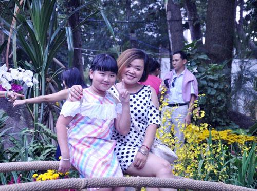 Hàng ngàn người xúng xính áo mới du xuân ở Sài Gòn - 4