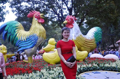 Hàng ngàn người xúng xính áo mới du xuân ở Sài Gòn - 13
