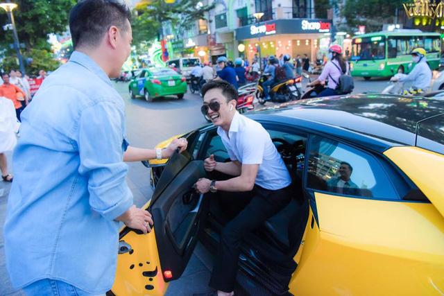 Dàn siêu xe khuấy đảo showbiz Việt 1 năm qua - 14