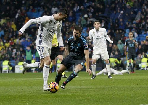 Ronaldo cáu vì bị la ó, chửi tục đáp lại - 2