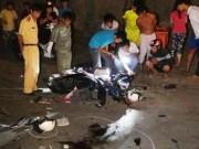 Tin tức trong ngày - Xe máy chở một gia đình bị tông, 6 người trọng thương