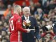 Chuyển nhượng MU: Bán Ashley Young, giữ Rooney