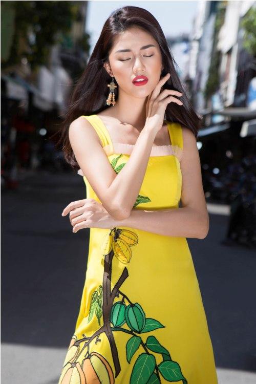 Á hậu Thanh Tú buông lơi váy áo du xuân Sài thành - 3