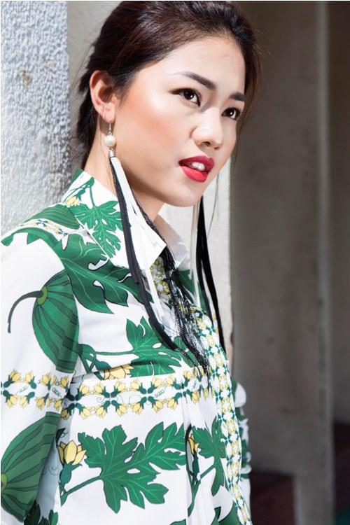 Á hậu Thanh Tú buông lơi váy áo du xuân Sài thành - 6