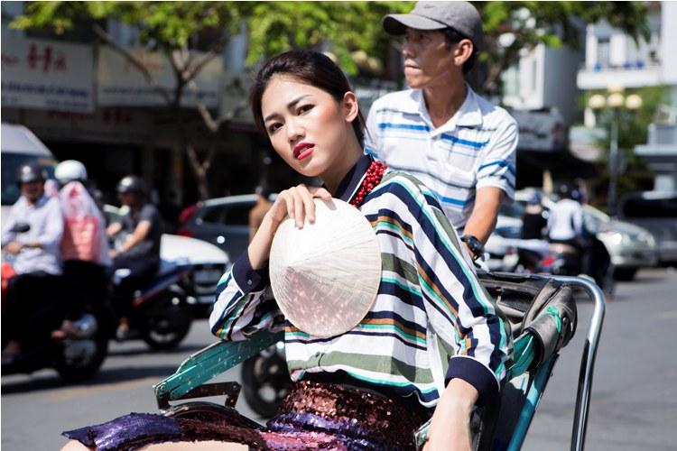 Á hậu Thanh Tú buông lơi váy áo du xuân Sài thành - 9
