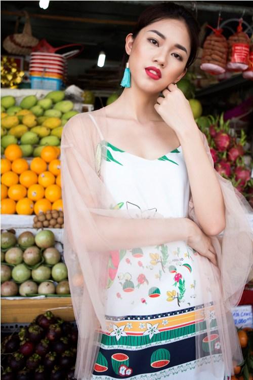 Á hậu Thanh Tú buông lơi váy áo du xuân Sài thành - 10