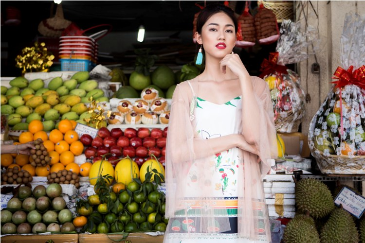 Á hậu Thanh Tú buông lơi váy áo du xuân Sài thành - 12