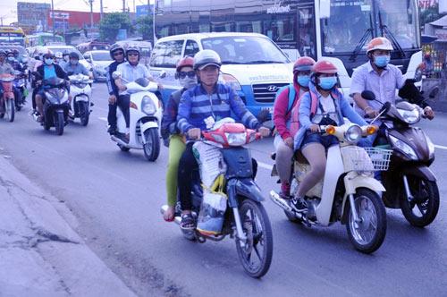Người dân trở lại SG sau Tết, đường phố thông thoáng - 3