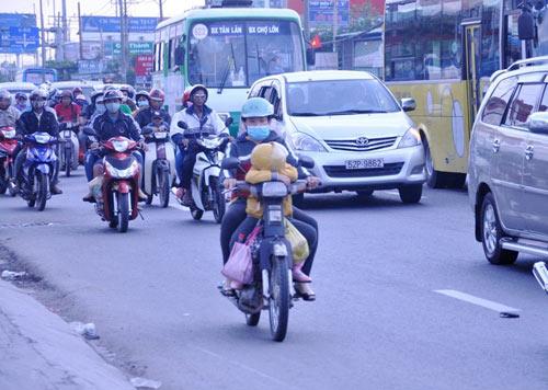 Người dân trở lại SG sau Tết, đường phố thông thoáng - 4
