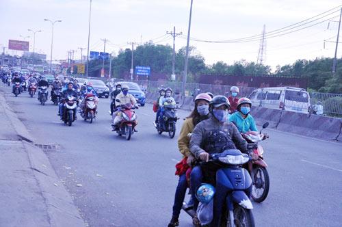 Người dân trở lại SG sau Tết, đường phố thông thoáng - 2