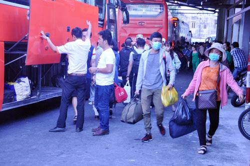 Người dân trở lại SG sau Tết, đường phố thông thoáng - 5