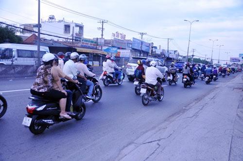 Người dân trở lại SG sau Tết, đường phố thông thoáng - 7
