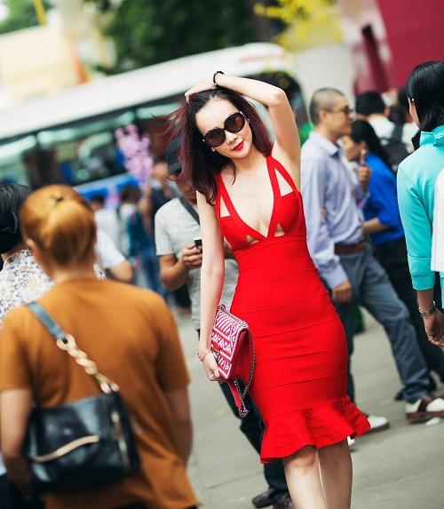 """Dương Yến Ngọc """"hở bạo"""" đỏ rực phố hoa Sài Gòn - 4"""
