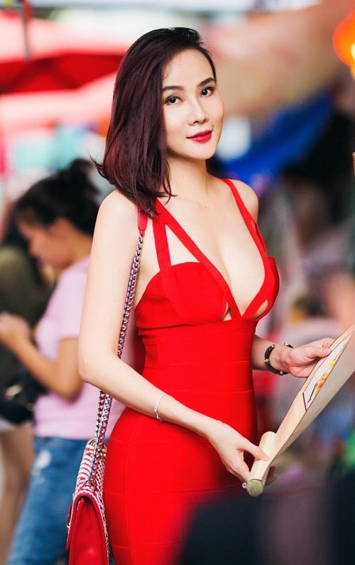 """Dương Yến Ngọc """"hở bạo"""" đỏ rực phố hoa Sài Gòn - 6"""