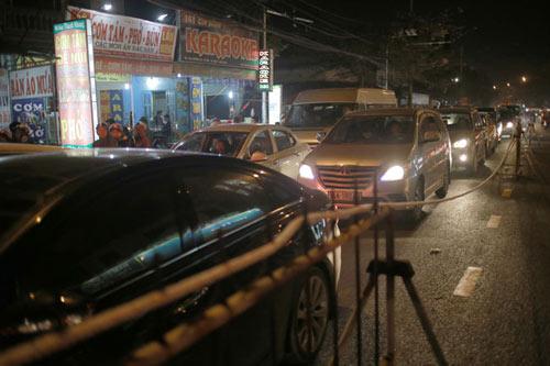 Chợ Viềng: Chợ Viềng Tắc Nghẽn, Xe Biển Xanh Mắc Kẹt Trong đêm-Tin